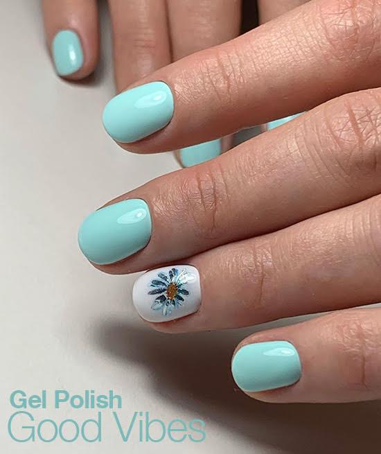 pastelowa zieleń manicure